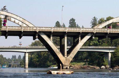 DIRTBIKE RIDES ON BRIDGE 💥😎