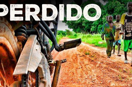 La LIBERTAD de VIAJAR en ÁFRICA   Buscando pueblo troglodita   S02/E03   VUELTA AL MUNDO EN MOTO / Charly Sinewan