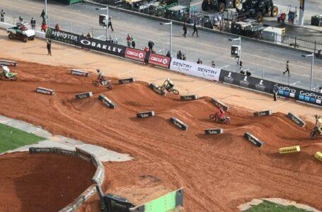 Vídeo de la caída de Anstei y Friese en el Supercross de Atlanta